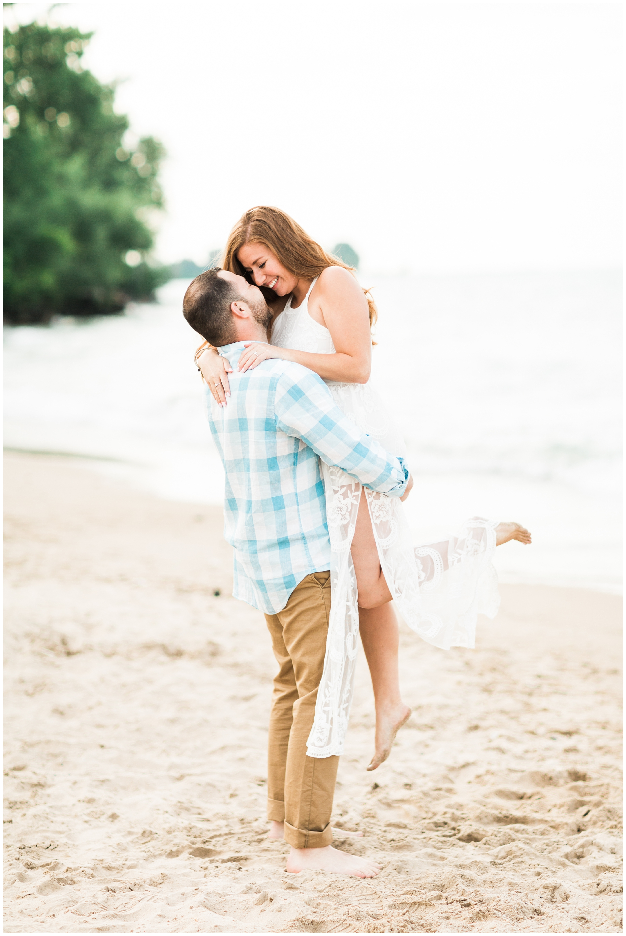 RebeccaHaleyPhotography_chicagoengagementsession_lakemichiganengagementsession_coloradoengagementphotographer_evanstonengagementphotographer_lighthousebeach_lighthousebeachengagementsession_0009.jpg