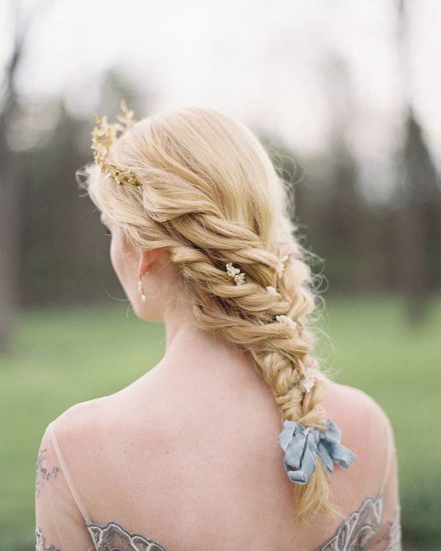 I mean, who doesn't like a touch of dreamy fairytale blue, with gold crowns and itty bitty flower buds among twists and braids?? Photo by: @kurtboomerphoto  This hairstyle was co-inspired by editorial styling genius @eastmadeeventco who will be joining @sophiekayephotography for a workshop here in London 2019. She will be styling yet another series of stunning, unique, and completely unreplicable editorials. You must come!  Photographer: @kurtboomerphoto Creative Direction: @eastmadeeventco Hair and makeup: @emily.artistry Florals: @kellylenard Calligraphy: @ciarraclaire Hair piece: @ericaelizabethprettythings Gowns: @clairepettibone Shoes: @bellabelleshoes Rings: @susiesaltzman Venue: @salubria_leta Model: @seeeersha @modelogic #eastmadestyled