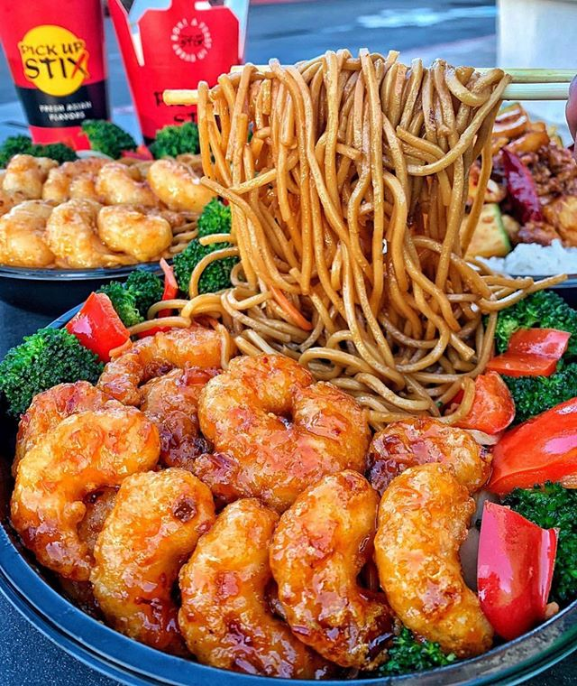 FIRECRACKER SHRIMP DISH from @pickupstix! 🍤🍤🍤 #DEVOURPOWER 📸: @dailyfoodfeed 📍: @pickupstix 👇🏼 TAG A DEVOURER! 👇🏼