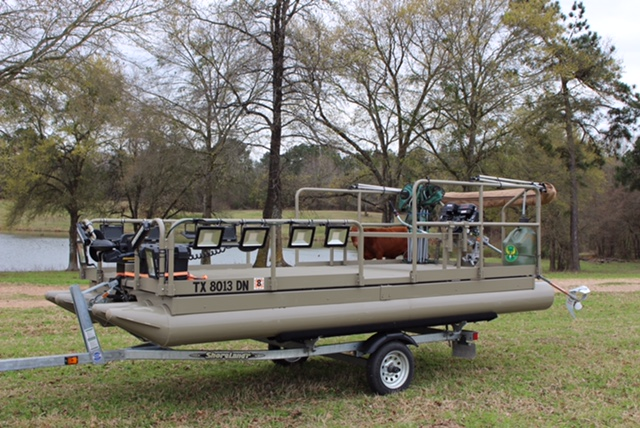 615 Aluma Sport set up by the customer. As you see, Hotwoods pontoon line is a favorite to be used in many ways by our customers. This boat is ready for action. ( check out the motor this customer is using on this boat. )  Remember, if you are setting your boat up and need a special bracket made to mount something that we do not offer, do not be afraid to ask, we will do everything we can to make the parts or pieces it takes to help you build your boat to fit your needs.