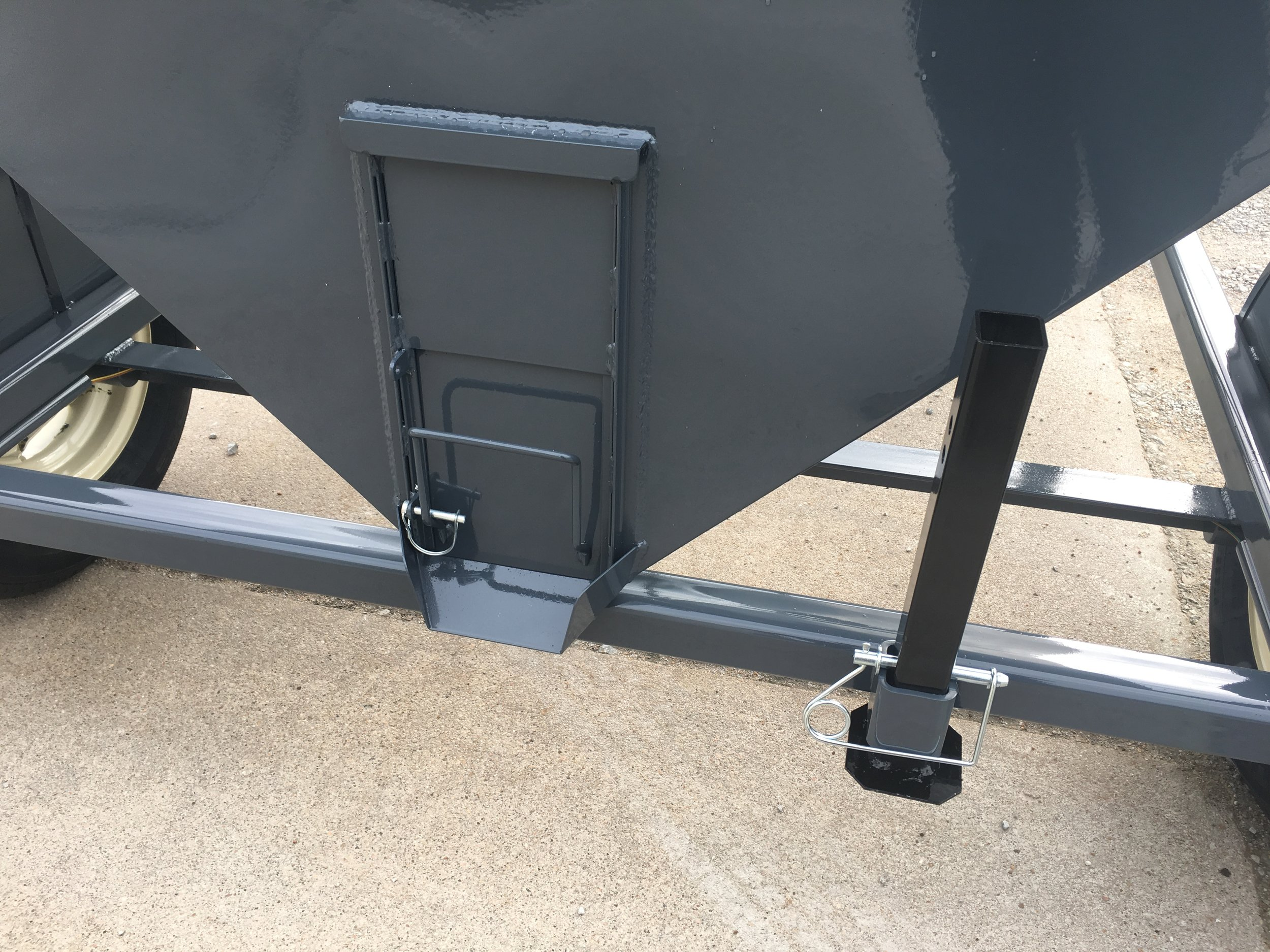 Easy slide grain door makes filling those 5 gallon or smaller buckets a snap. Stand on the right is to be lowered when cart is not hooked to a truck or tractor to assure stability of not tipping backwards when you have grain or feed in the bin. This safety stand is standard equipment on all towable units. It is not offered on any of the stationary models.