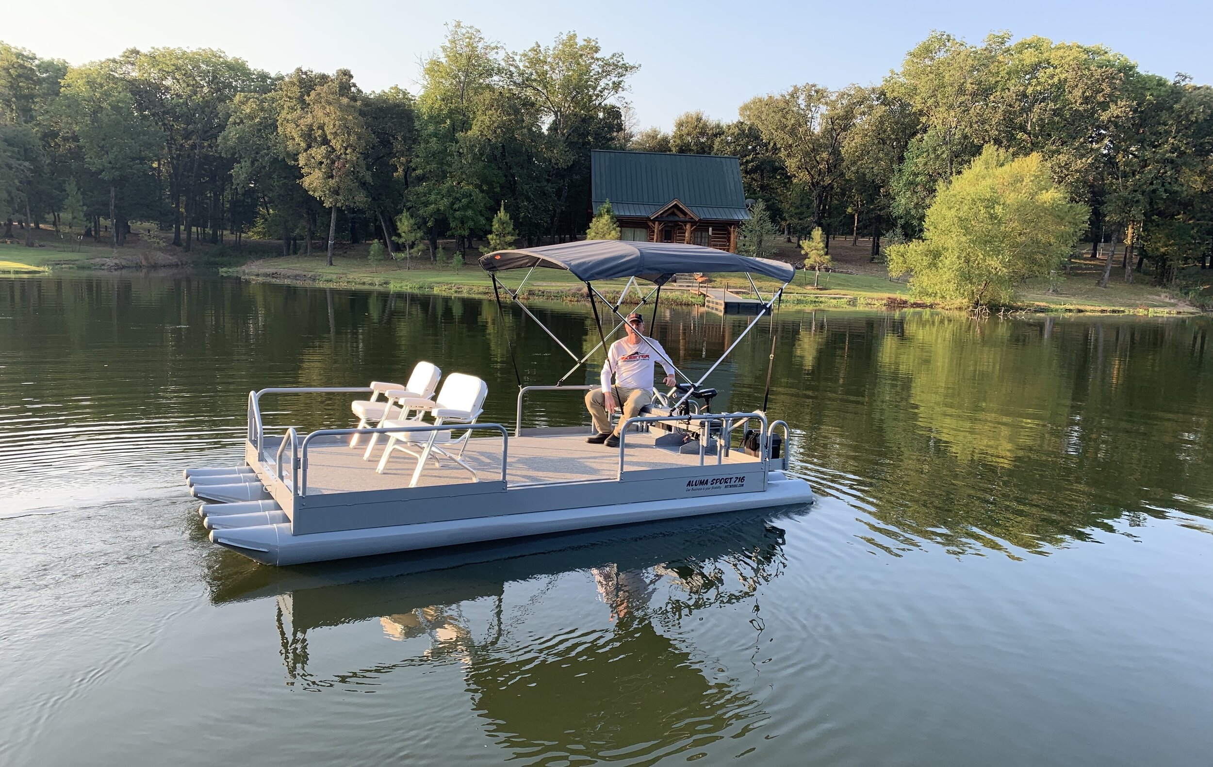 716 shown in light gray powder coat finish with gray canopy. This premium paint will set your boat apart from any on the lake. Also with the stability of this craft with 6 logs and our ultra low profile, you will be amazed at how it maneuvers and handles on the water.