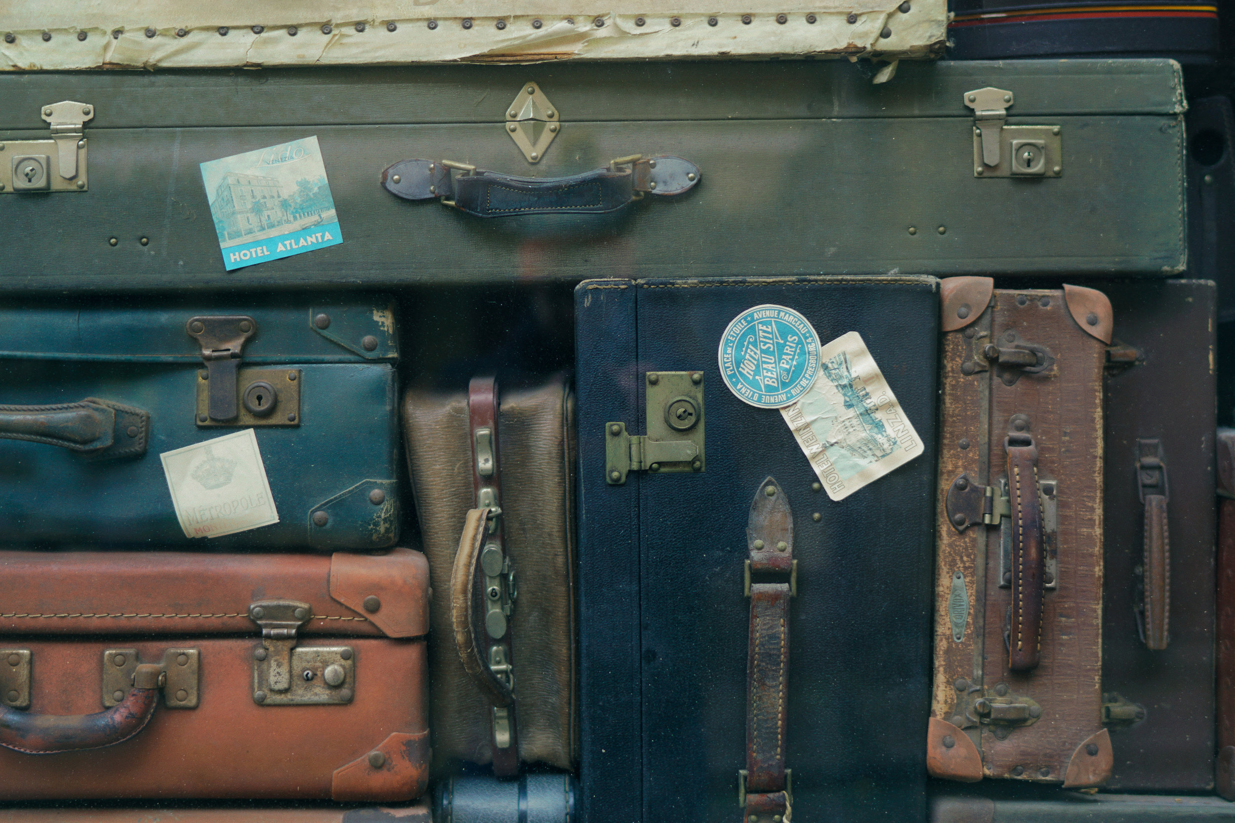 No, the amount of suitcases that you bring doesn't make or break me as a minimalist. Credit: Erwan Hesry @ Unsplash.