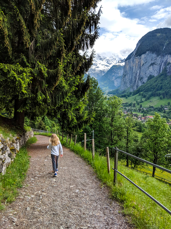 15 places you must visit with your family in Switzerland. Kate from Mom in Zurich suggest Lauterbrunnen.