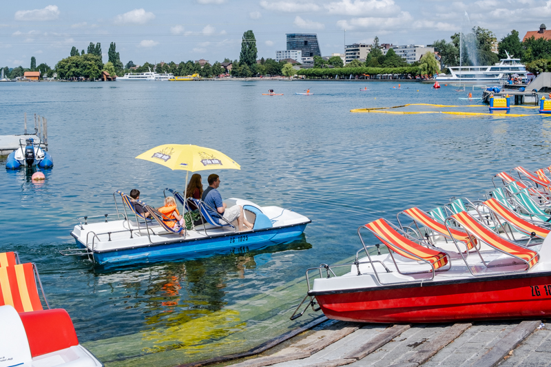 Ride on a pedalo in Zug