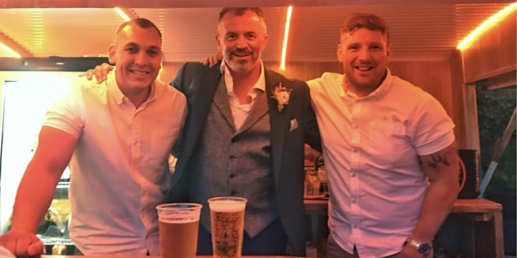 - A HUGE thank you to the two Kev's at Bar De Van, for going above and beyond with their help (and understanding), on Saturday at our wedding. I really can't recommend them highly enough. Thank you so very much guys. 👍🏻👍🏻👍🏻🍻🍻🍻