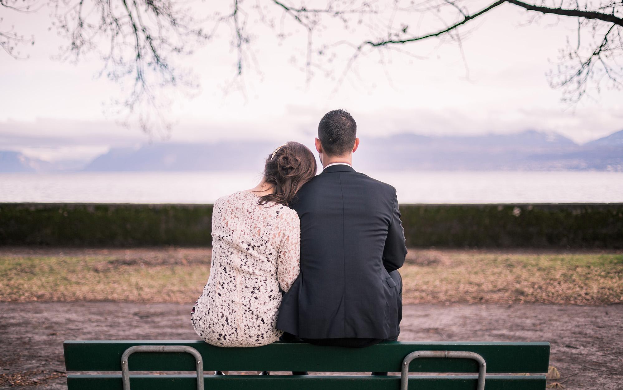couple mariage banc amoureux wedding photographer