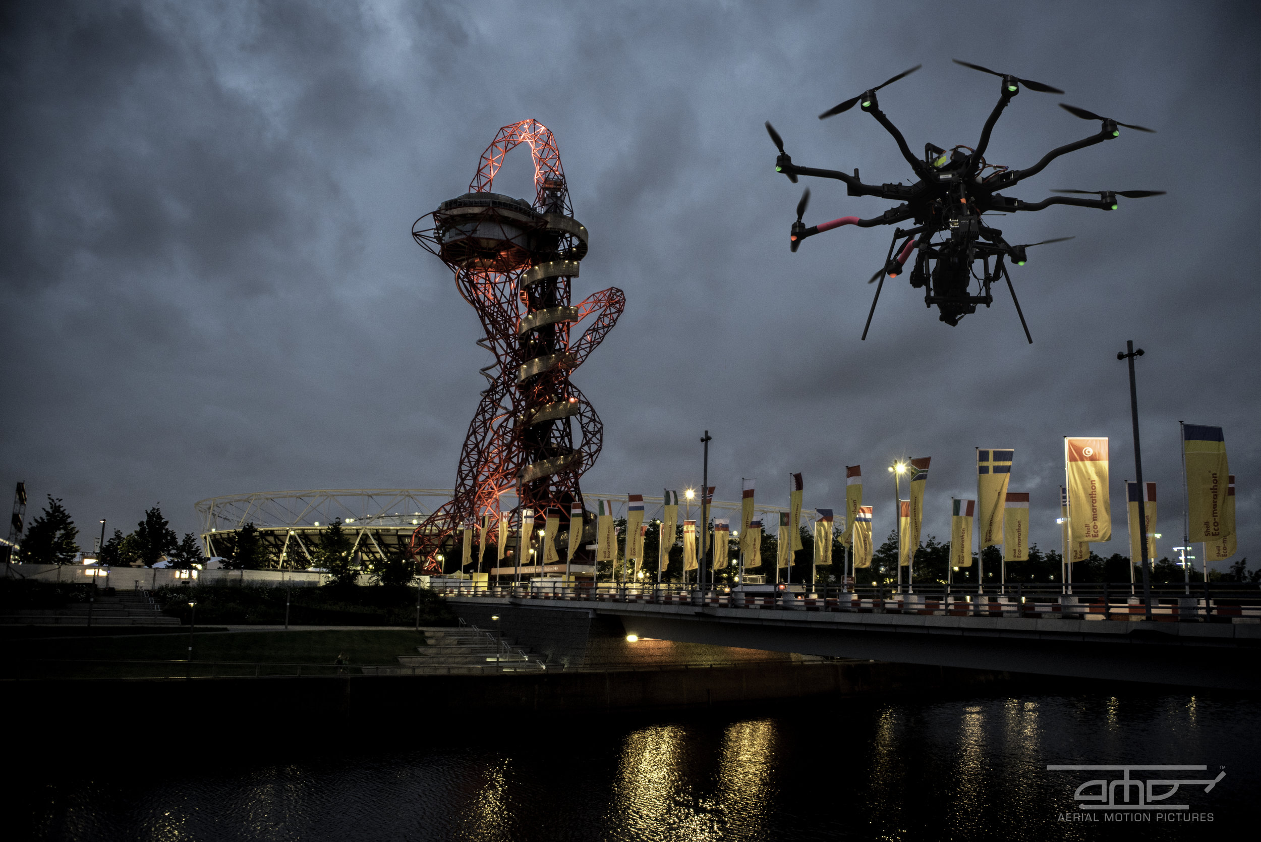 drone_filming_at_night_london