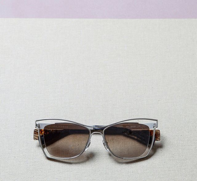 AM7001 407 part of the 2019 Collection.  A new, stand-out rectangle with an airy open design that works as a unisex style. Rich lenses are cradled within the matte steel frames creating a playful, modern silhouette. #alysonmagee #optical #sunglass #lunettes #Paris #designerframes