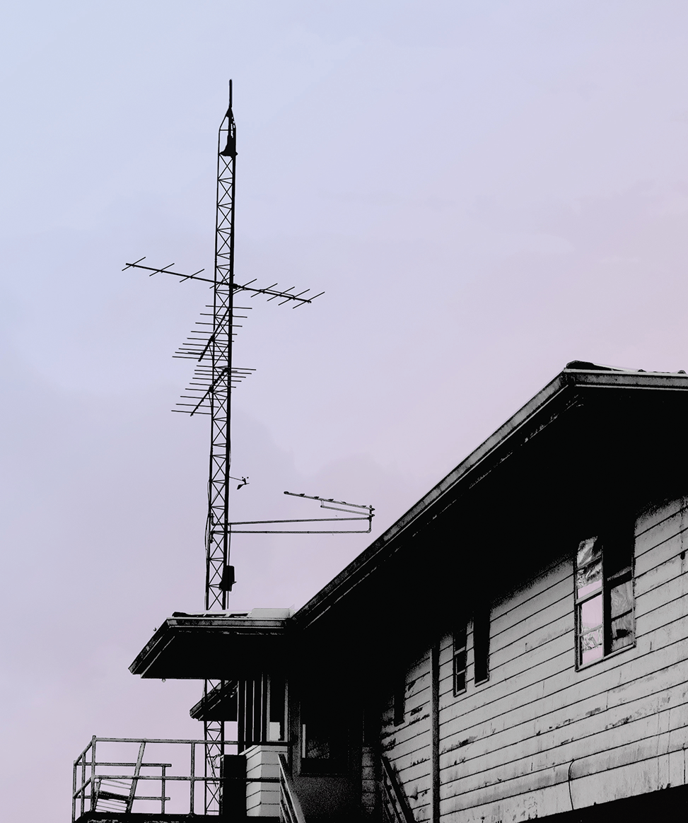 Pointe_Aux_Chenes_VHF_station.png