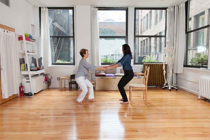 Belinda Mello teaches Alexander Technique to an actor in her Manhattan Studio. Belinda uses a chair exercise to address pain management and posture coordination.