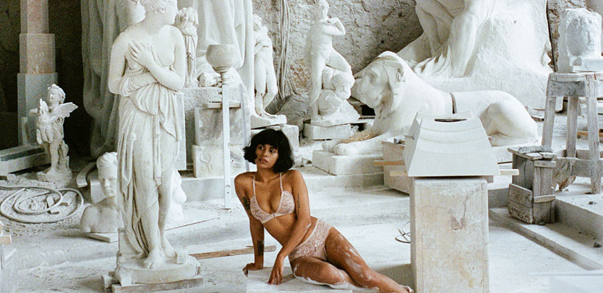 Lonely-Lingerie-models-in-Carrara-marble-871x423.png