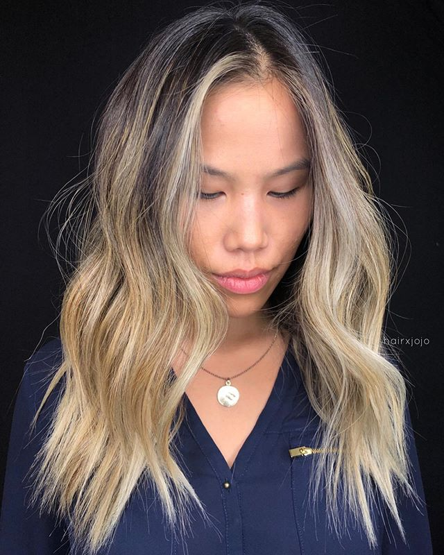 C A T 🔥🌻 Foilayage with a bold face frame. Used @schwarzkopfusa BLONDEME to lift, and @wellahairusa to tone ✨ #HAIRXJOJO #HAIRBYJOANNECHUNG