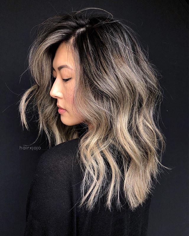 the J A N E ✨ 6 hrs later and we have this beigey blonde 🔥 Lifted with @schwarzkopfusa, toned with @wellahairusa 💕 #HAIRXJOJO #HAIRBYJOANNECHUNG