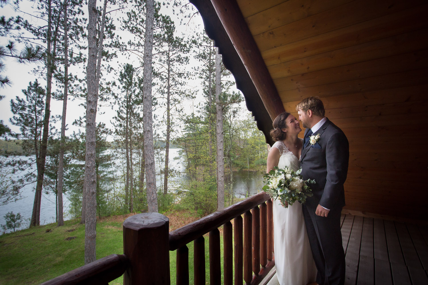 grand-pines-resort-hayward-wisconsin-cabin-wedding-day-rainy-lake-happy-casual-natural-bride-groom-portrait-mahonen-photography