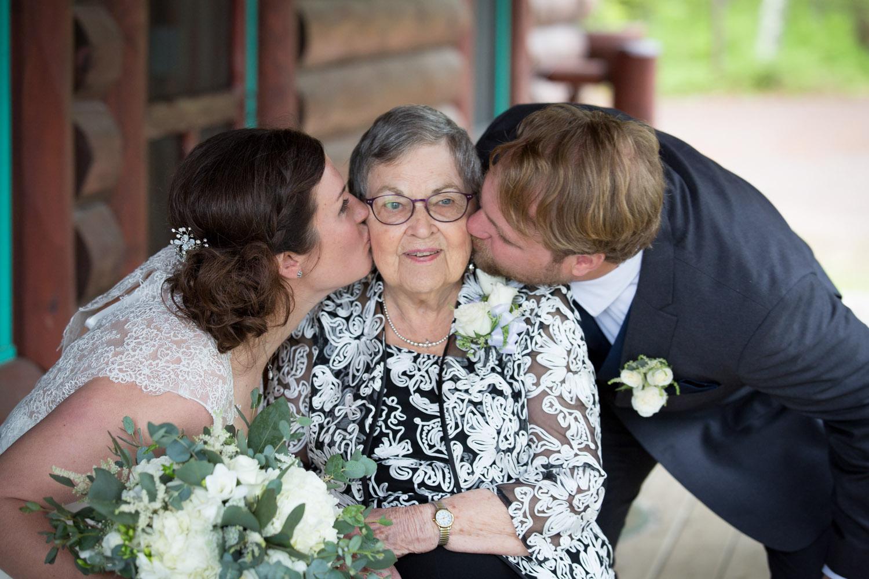 09-wedding-day-fun-family-portrait-grandma-love-mahonen-photography