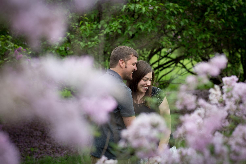 01-minnesota-landscape-arboretum-engagement-session-spring-lilacs-happy-casual-portraits-mahonen-photography