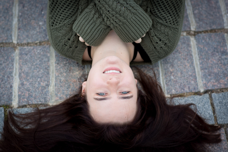 02-high-school-senior-portraits-minnesota-fall-mahonen-photography.jpg