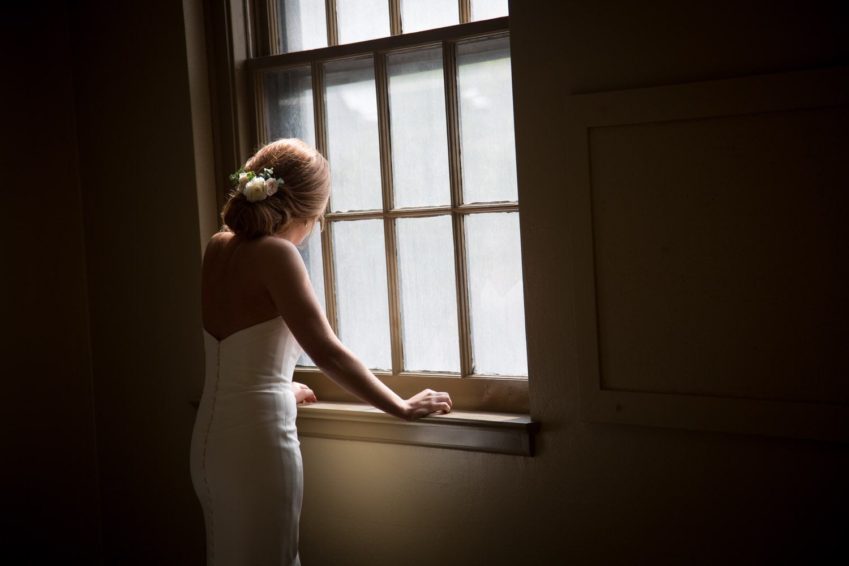 12-bride-anticipation-window-wedding-day-mahonen-photography.jpg