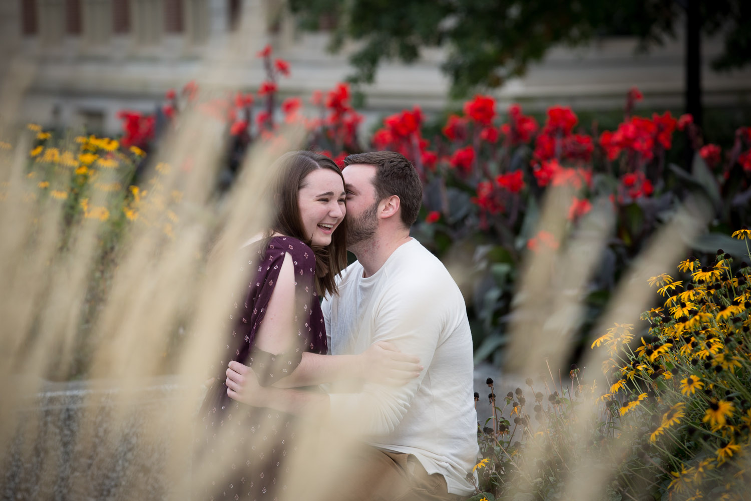02-university-of-minnesota-minneapolis-campus-fall-engagment-session-fun-candid-portraits-prairie-grass-mahonen-phootgraphy.jpg