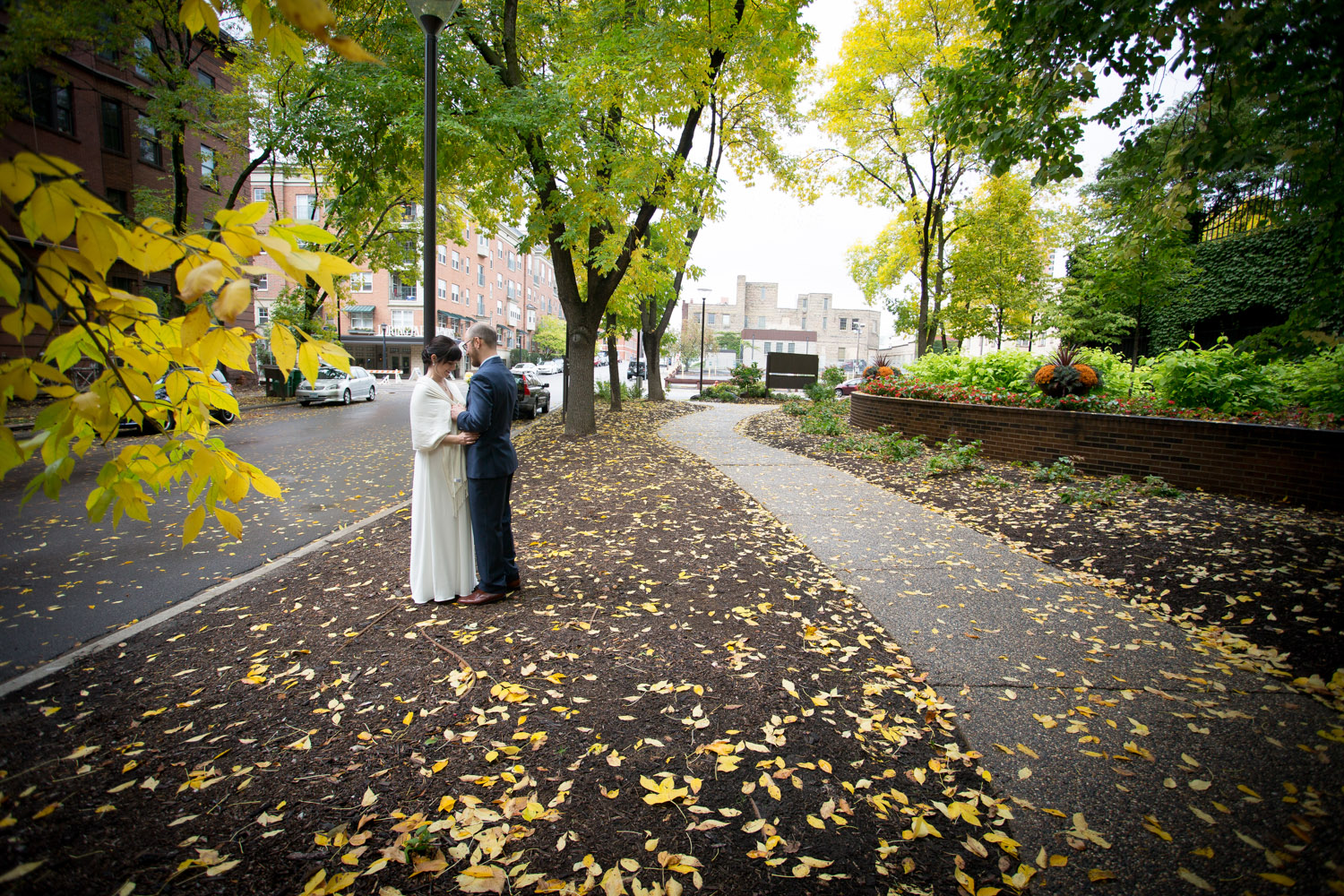 19-downtown-minneapolis-fall-wedding-bride-and-groom-portraits-city-street-mahonen-photography.jpg