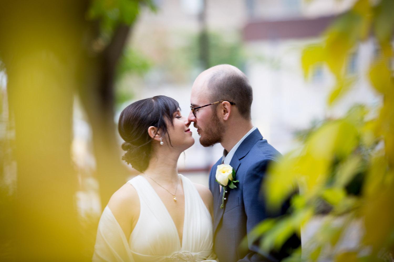 21-minneapolis-minnesota-wedding-portraits-yellow-leaves-selective-focus-mahonen-photography.jpg