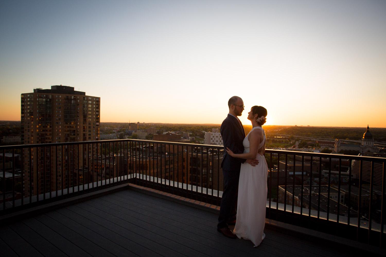 32-minneapolis-skyline-sunset-wedding-photos-bride-and-groom-portraits-mahonen-photography-54.jpg
