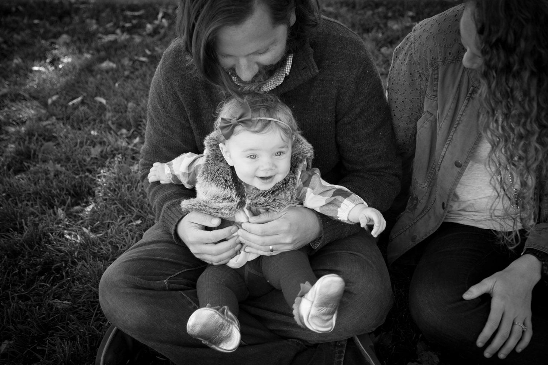 04-minnesota-fall-family-session-9-nine-month-old-girl-mill-city-minneapolis-mahonen-photography.jpg