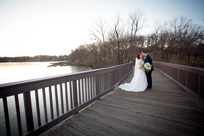 11-silverwood-park-weddings-minnesota-bride-and-groom-wooden-bridge-mahonen-photography.jpg