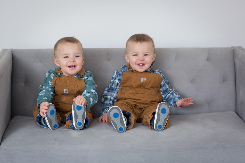 01-twin-boys-one-year-photo-session-studio-gray-couch-carhardt-overalls-block-studios-minnesota-mahonen-photography-01.jpg