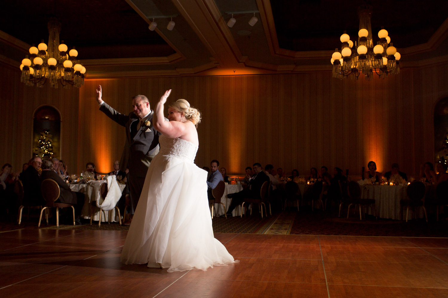 20-the-st-paul-hotel-minnesota-wedding-reception-photographer-first-dance-mahonen-photography.jpg