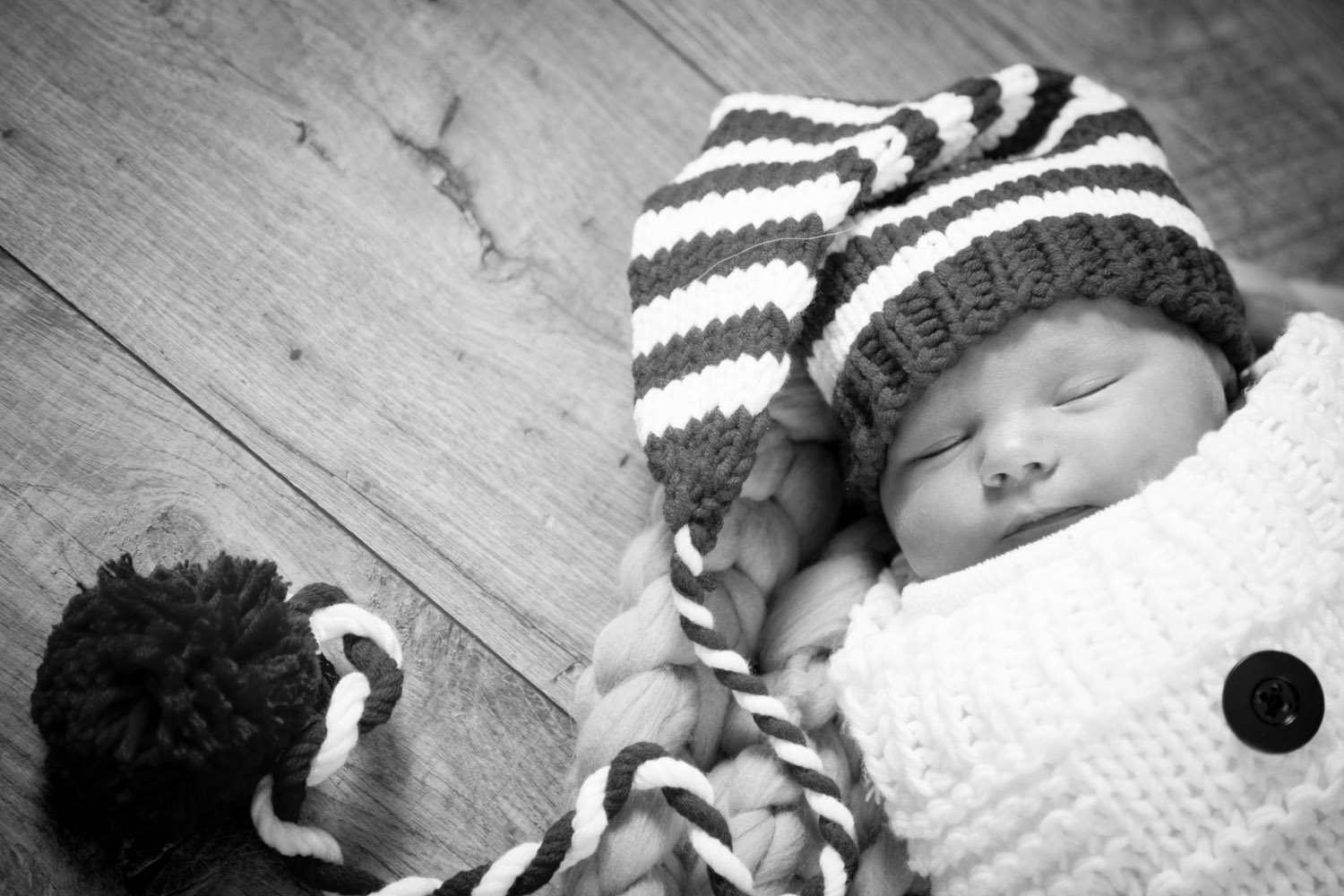 02-newborn-baby-boy-in-home-session-little-snowman-mahonenphotography.jpg