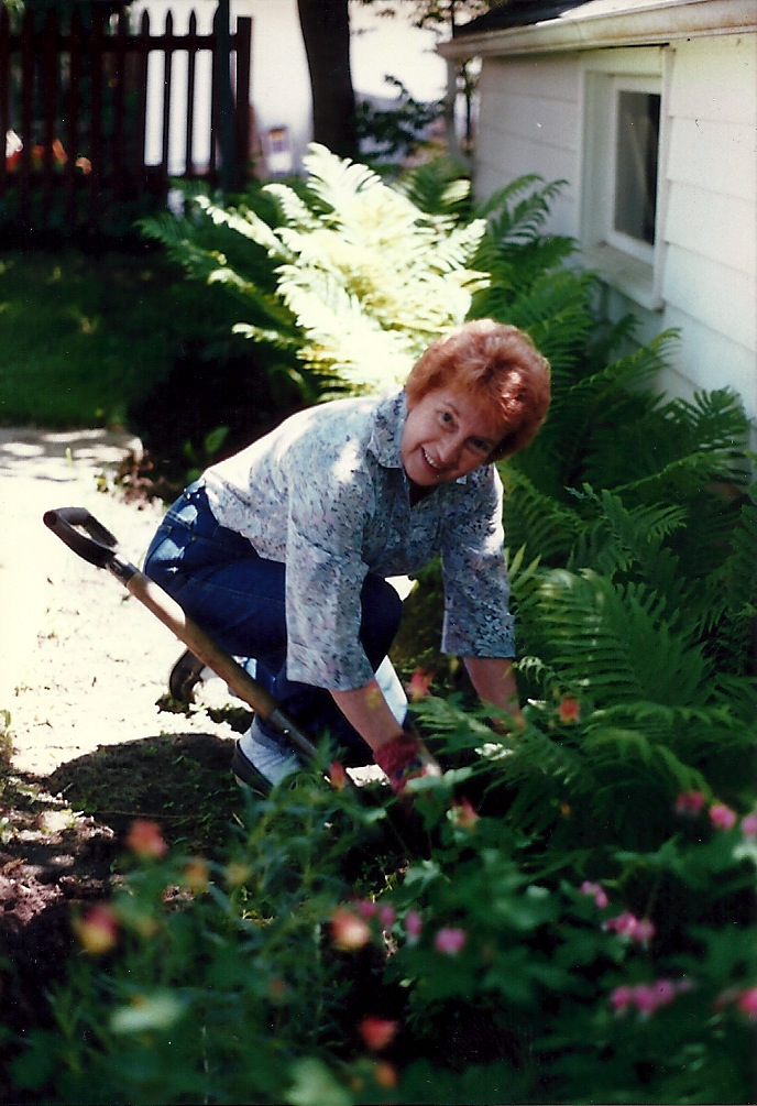 mn-garden-summer-grandma-family-heirloom-sentimental.jpg