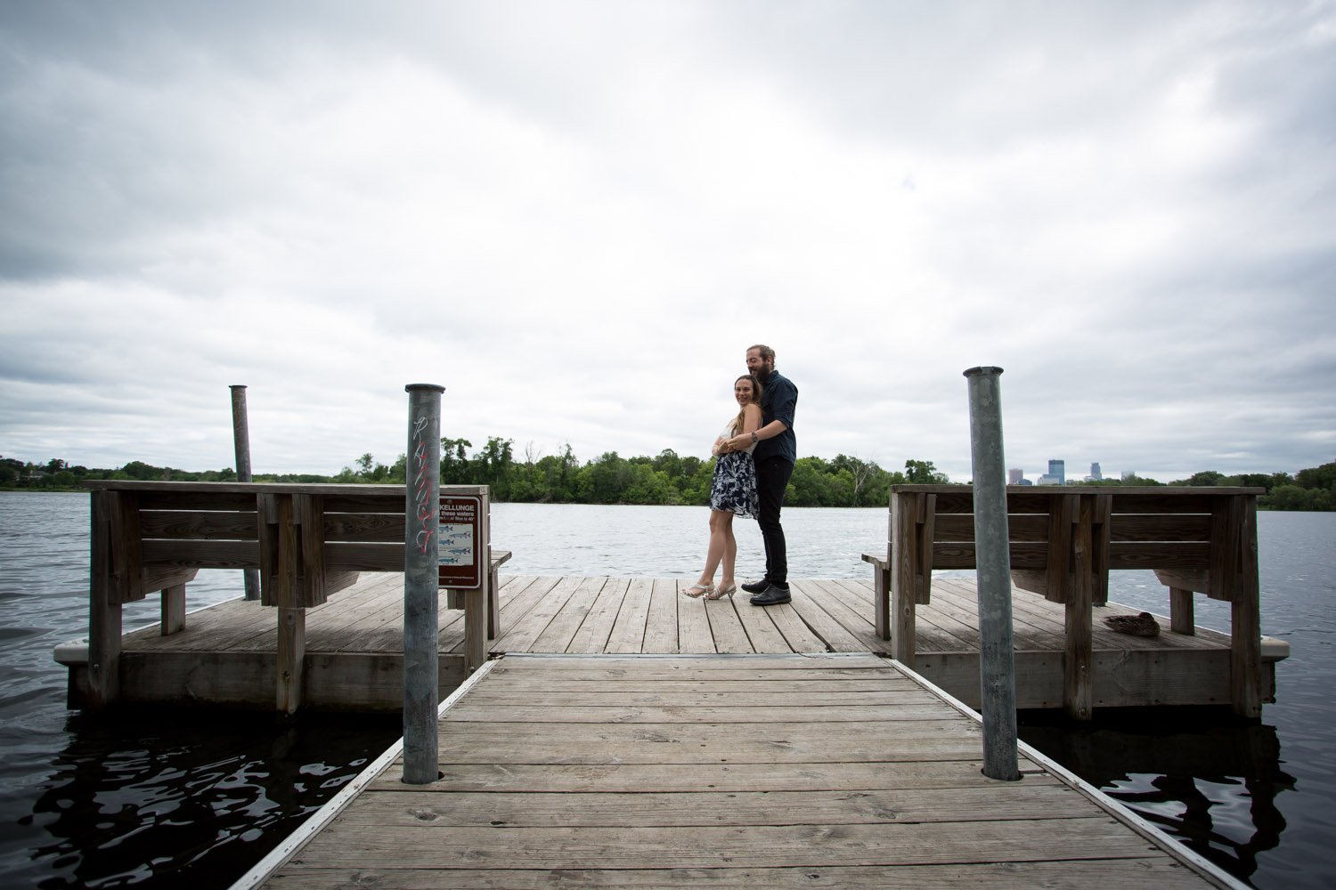 02-uptown-lake-of-the-isles-dock-minneapolis-minnesota-engagment-photographer-mahonen-photography.jpg