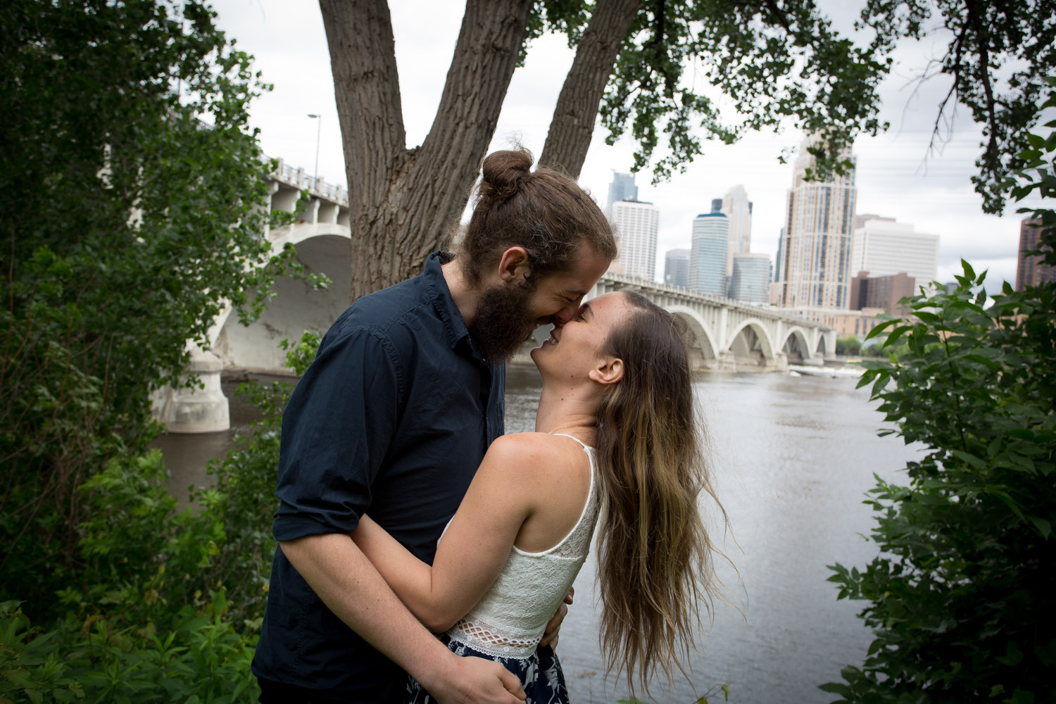 10-minneapolis-skyline-stone-arch-bridge-st-anthony-main-engagement-photographer-session-mahonen-photography.jpg