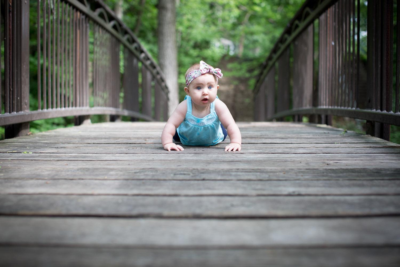 05-minneapolis-photographer-baby-girl-tummy-time-big-blue-eyes-wooden-bridge-mahonen-photography.jpg