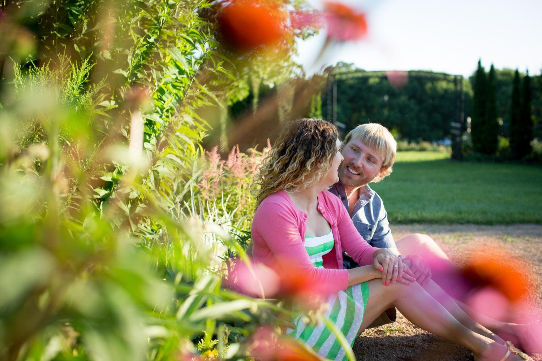 02-minneapolis-mn-wedding-photographer-rose-garden-wild-flowers-summer-engagement-photos-mahonen-photography.jpg