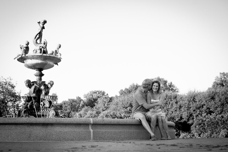 03-minneapolis-mn-wedding-photographer-rose-garden-fountain-black-and-white-summer-engagement-photos-mahonen-photography.jpg