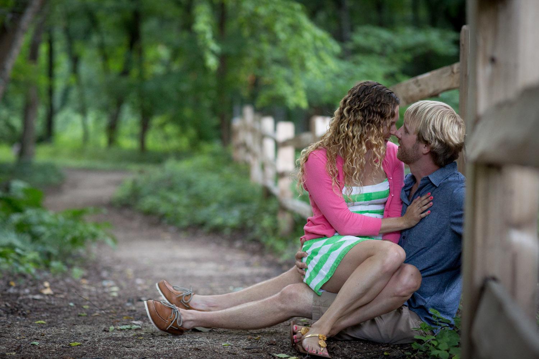 09-minneapolis-mn-wedding-photographer-rose-garden-summer-rustic-wooden-fence-engagement-photos-mahonen-photography.jpg