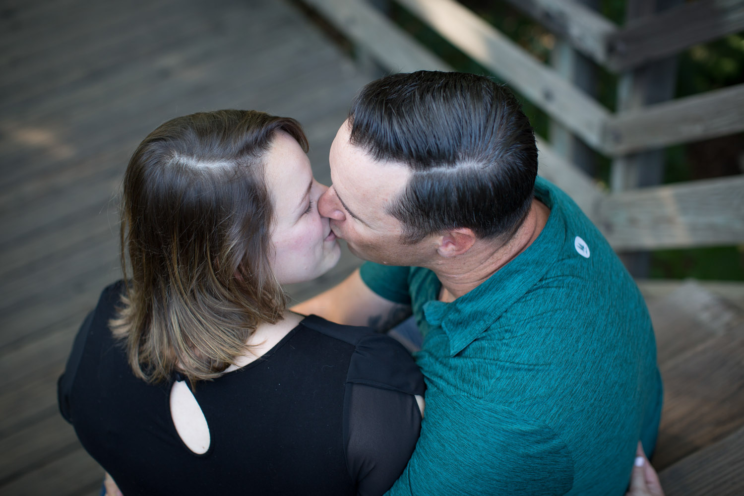 05-minneapolis-engagement-photographer-kisses-mahonen-photography.jpg