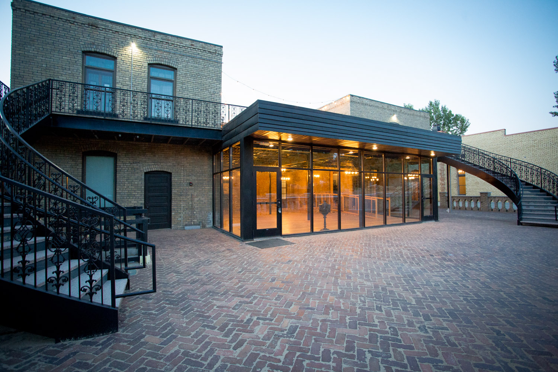 31-hotel-broz-new-prague-mn-minnesota-wedding-venue-photographer-styled-shoot--back-patio-twilight-mahonen-photography.jpg