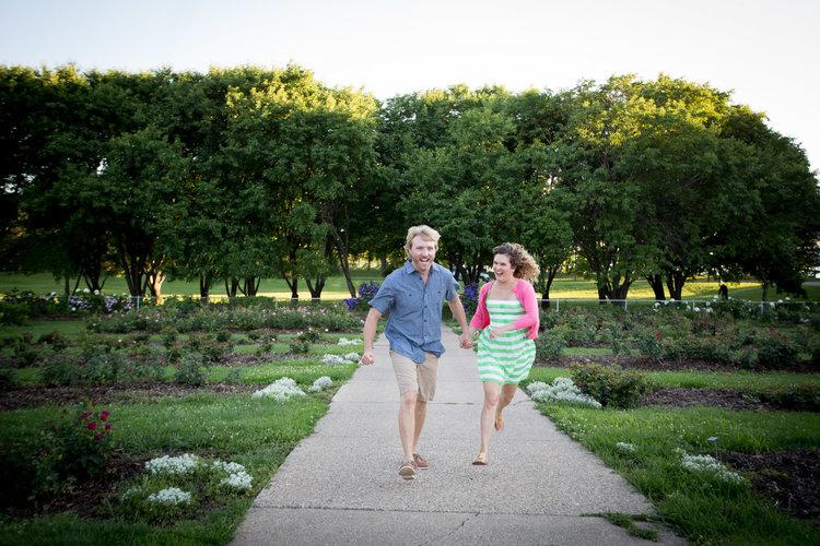 04-minneapolis-mn-wedding-photographer-rose-garden-running-playful-fun-summer-engagement-photos-mahonen-photography.jpg