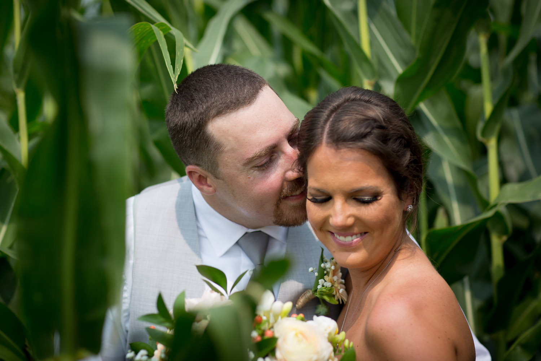 10-ridgetop-prescott-wisconsin-wedding-photographer-bride-and-groom-informal-corn-field-fun-portraits-mahonen-photography.jpg