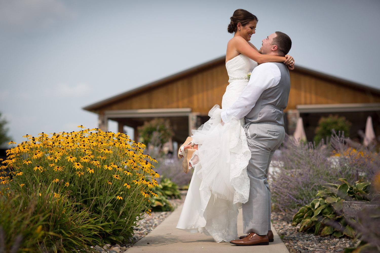13-ridgetop-prescott-wisconsin-wedding-photographer-bride-and-groom-informal-portraits-pavillion-reception-mahonen-photography.jpg