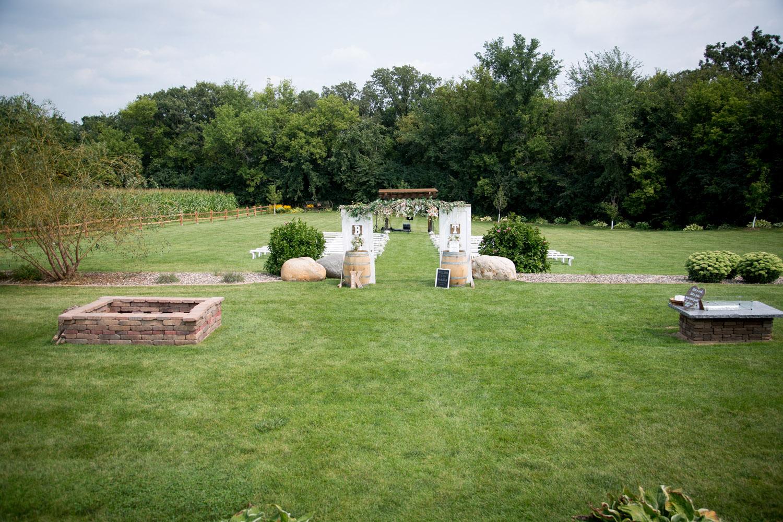 17-ridgetop-prescott-wisconsin-wedding-photographer-rustic-farm-cornfield-ceremony-details-antique-doors-wine-barrels-unplugged-ceremonies-mahonen-photography.jpg