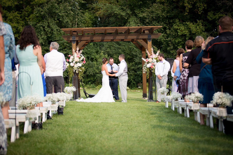 20-ridgetop-prescott-wisconsin-wedding-photographer-rustic-farm-cornfield-ceremony-mahonen-photography.jpg