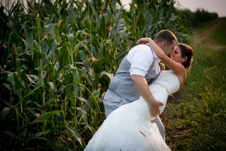 33-ridgetop-prescott-wisconsin-wedding-photographer-rustic-farm-corn-field-sunset-bride-groom-portraits-mahonen-photography.jpg