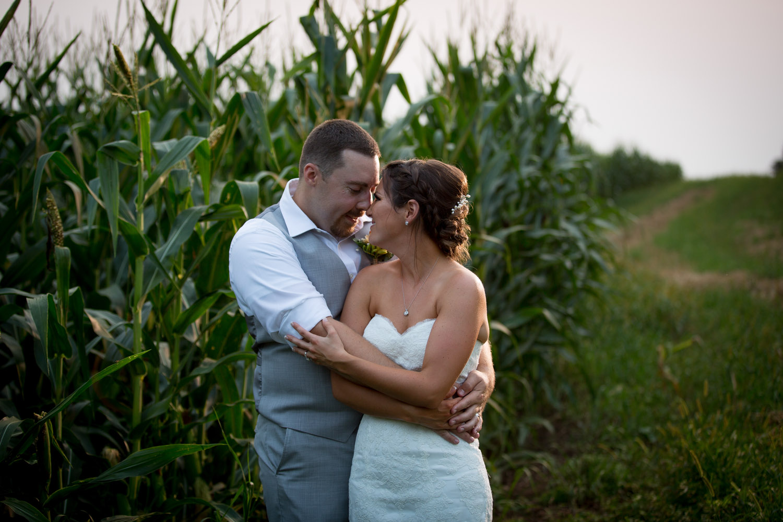 34-ridgetop-prescott-wisconsin-wedding-photographer-rustic-farm-corn-field-sunset-bride-groom-portraits-mahonen-photography.jpg