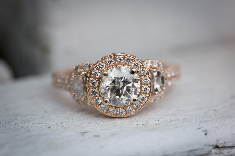 10-dellwood-barn-minnesota-wedding-photographer-farm-bridal-details-diamond-ring-mahonen-photography.jpg