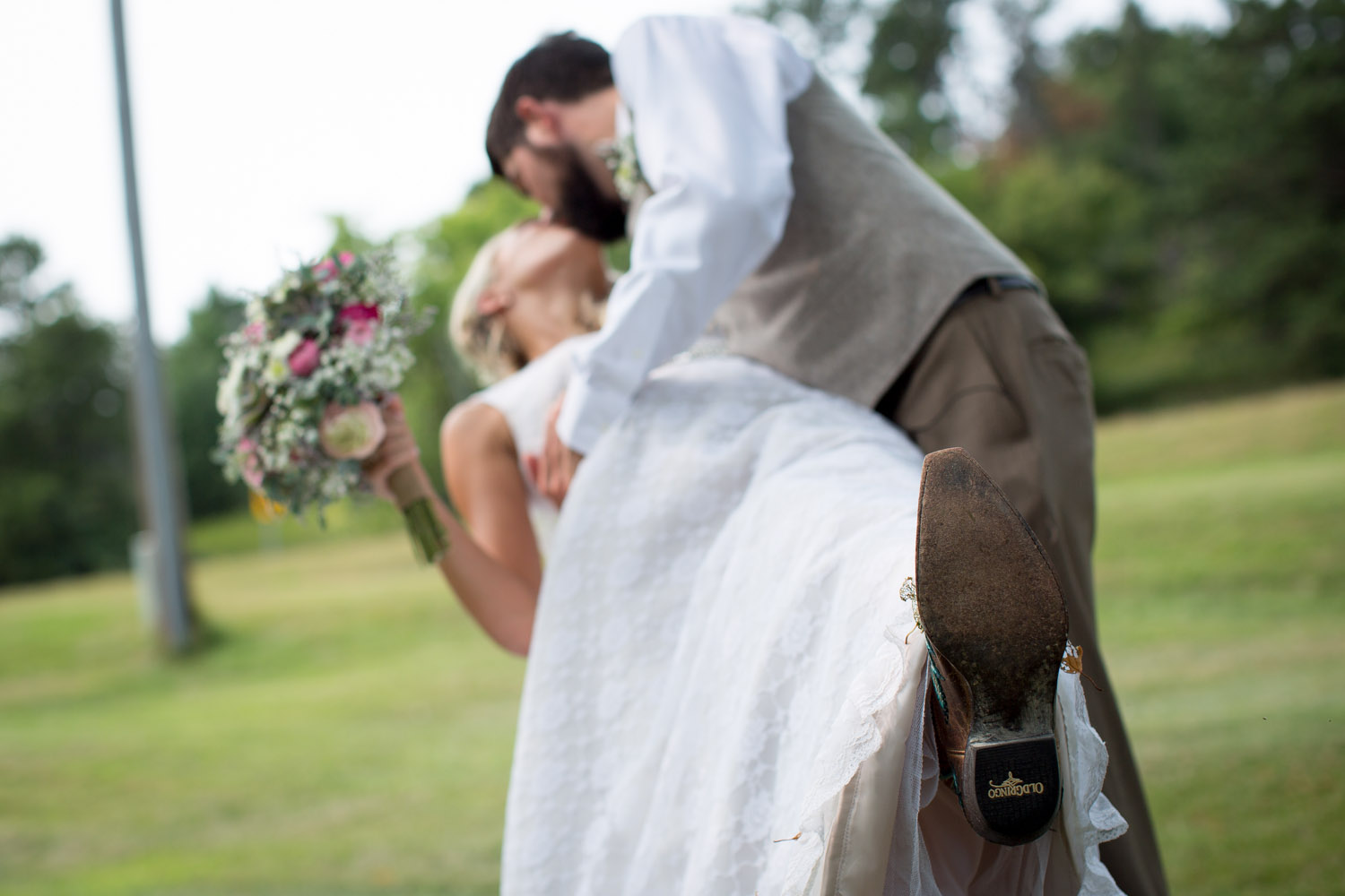 21-dellwood-barn-weddings-minnesota-wedding-photographer-outdoor-summer-bride-and-groom-photos-cowboy-boots-detail-dip-kiss-mahonen-photography.jpg